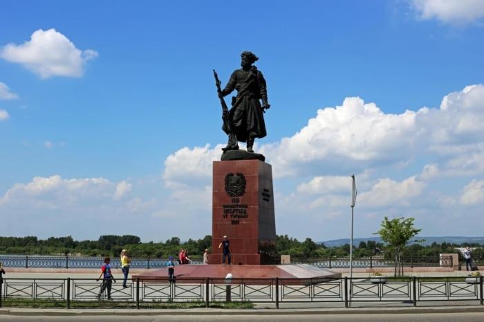 pamyatnik-yakovu-pohabovu-700x467