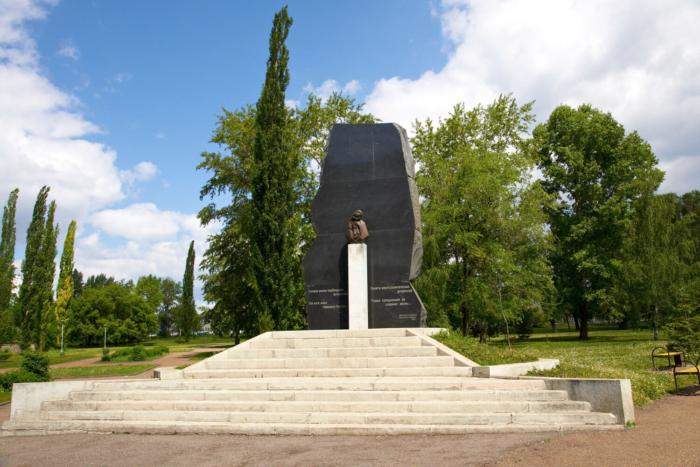pamyatnik-zhertvam-politicheskih-repressij-2-700x467