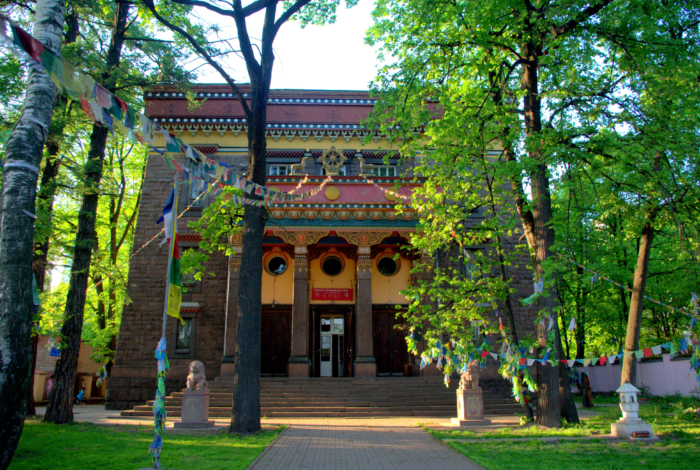 sankt-peterburgskij-buddijskij-hram-700x470