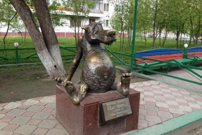 shhas-spoyu-pamyatnik-schastyu-700x468