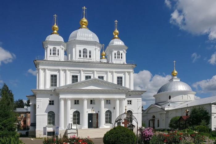 sobor-kazanskoj-ikony-bozhiej-materi-700x467