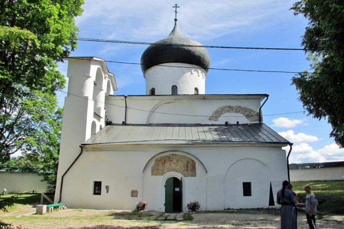 spaso-preobrazhenskij-sobor-mirozhskogo-monastyrya-700x467
