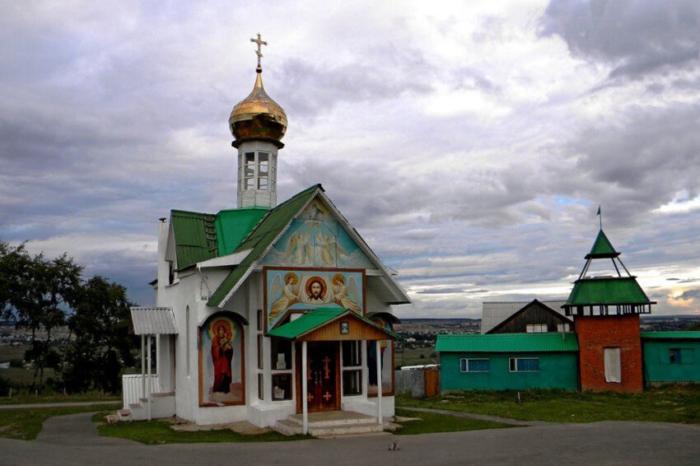 svyato-troitskij-hram-ul-sokolova-700x466