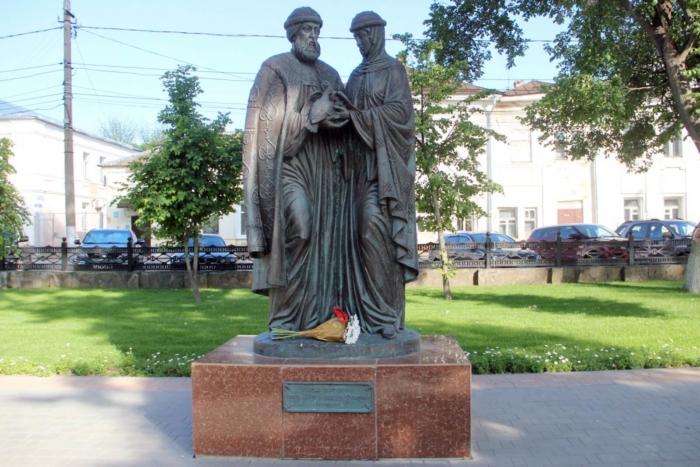 svyatye-blagovernye-pyotr-i-fevroniya-muromskie-700x467