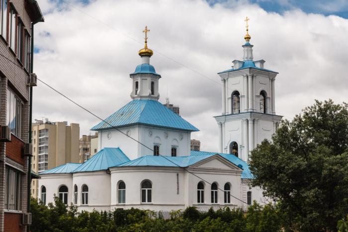 tihvenno-onufrievskij-hram-700x467
