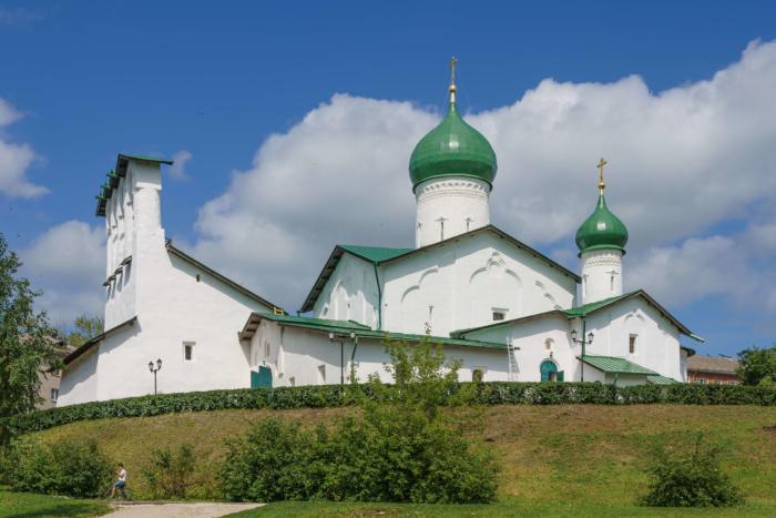 tserkov-bogoyavleniya-s-zapskovya-700x467