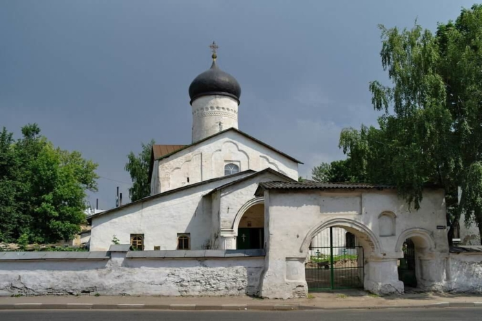 tserkov-kosmy-i-damiana-s-primostya-700x466