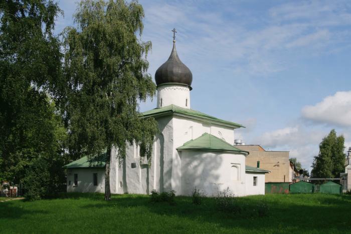 tserkov-nikoly-ot-kamennoj-ogrady-700x467