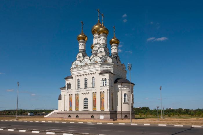 tserkov-petra-i-fevronii-muromskih-700x466