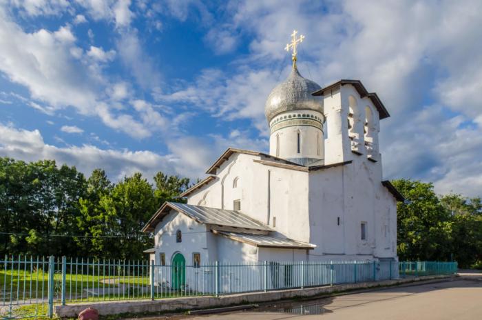 tserkov-petra-i-pavla-s-buya-700x464