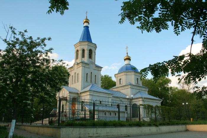 tserkov-pokrova-presvyatoj-bogoroditsy-700x467
