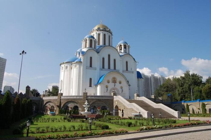 tserkov-pokrova-presvyatoj-bogoroditsy-v-yaseneve-700x466