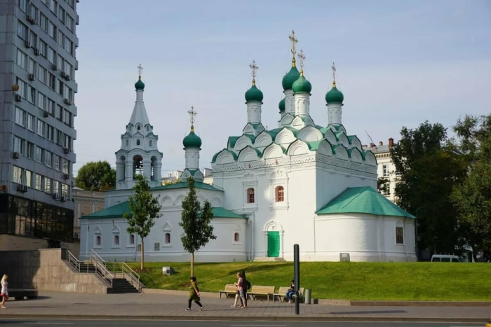 tserkov-simeona-stolpnika-na-povarskoj-700x467