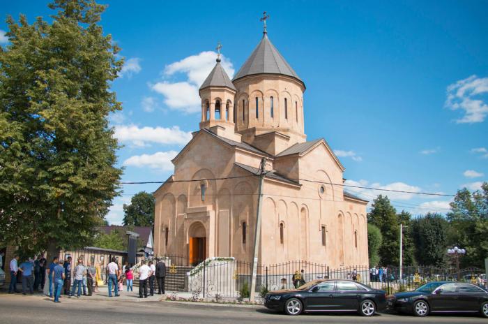 tserkov-svyatogo-grigoriya-prosvetitelya-700x464