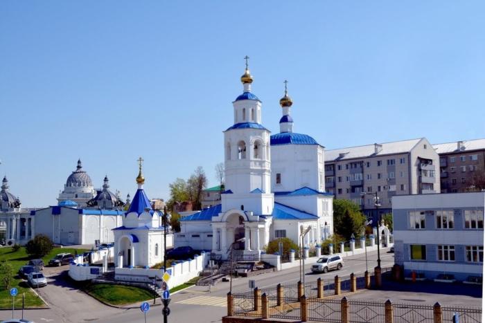 tserkov-svyatoj-velikomuchenitsy-paraskevy-pyatnitsy-700x467