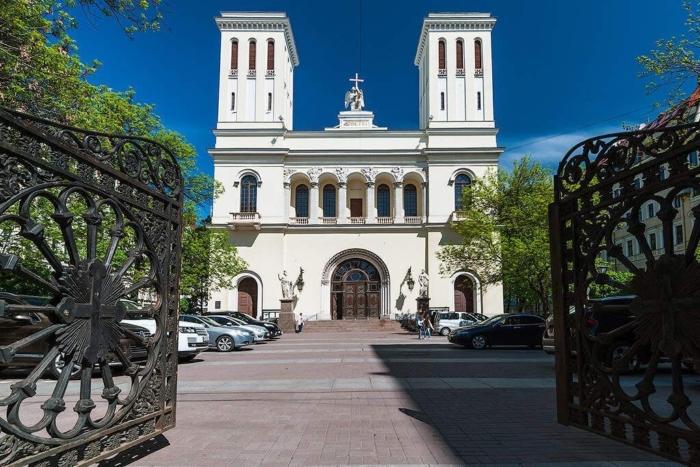tserkov-svyatyh-petra-i-pavla-700x467