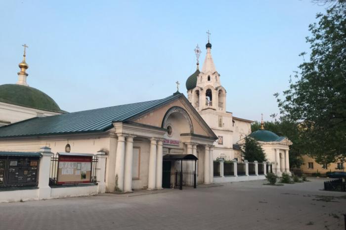 tserkvi-pohvaly-presvyatoj-bogoroditsy-i-dimitriya-solunskogo-700x466
