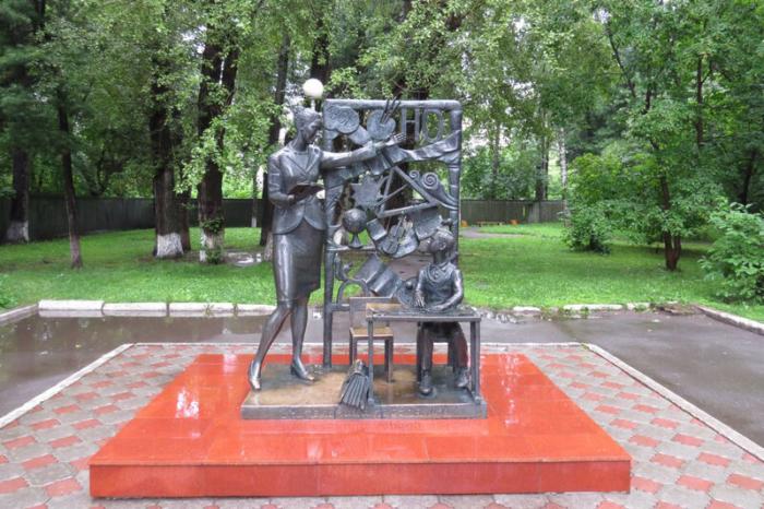 uchitelnitsa-pervaya-moya-700x466