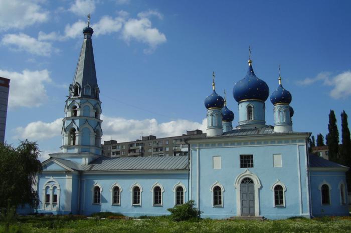 uspenskaya-tserkov-na-monastyrshhenke-700x466