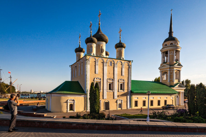 uspenskij-admiraltejskij-hram1-700x467