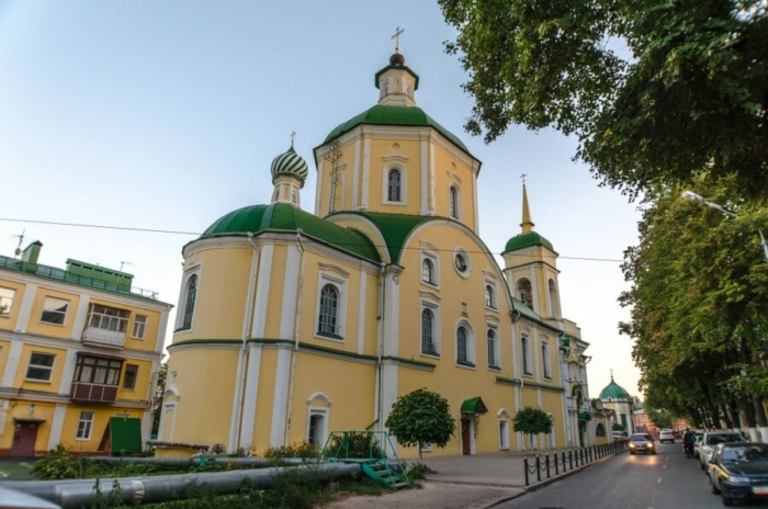 voskresenskaya-tserkov-700x464