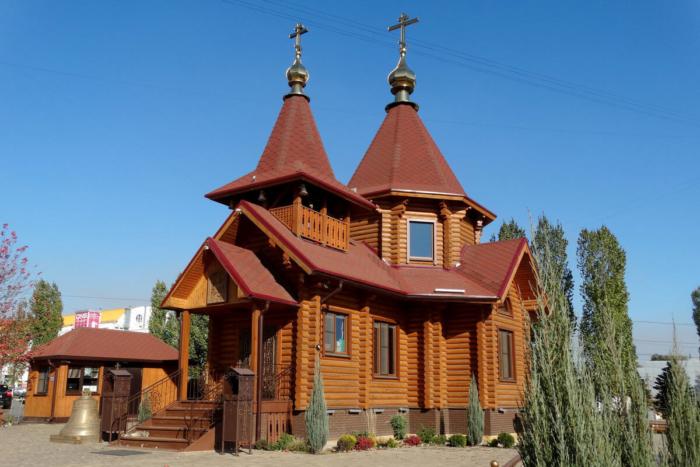 hram-aleksandra-nevskogo-3-700x467