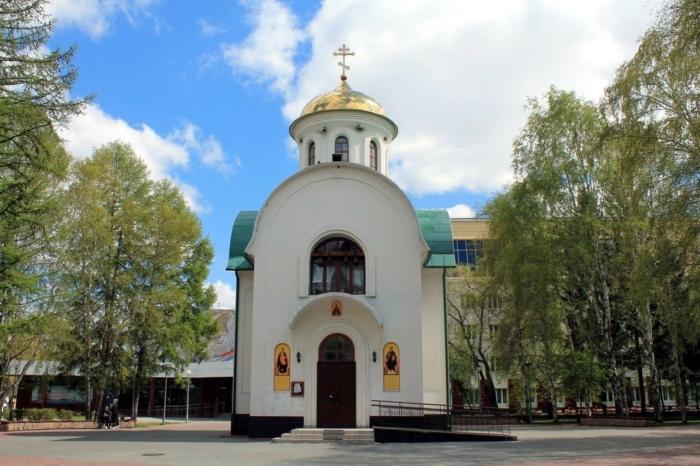 hram-chasovnya-dimitriya-donskogo-700x466