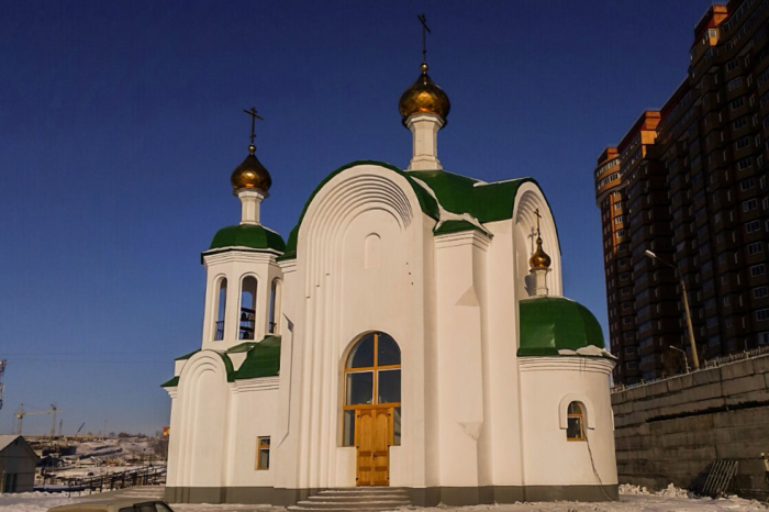 hram-dvenadtsati-apostolov-700x466