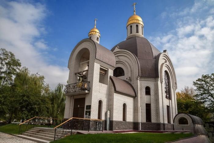 hram-georgiya-pobedonostsa-700x467