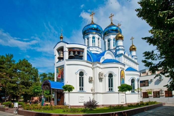 hram-ikony-bozhiej-materi-tselitelnitsa-1-700x466