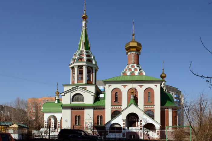 hram-nikolaya-arhiepiskopa-mir-likijskih-chudotvortsa-700x467