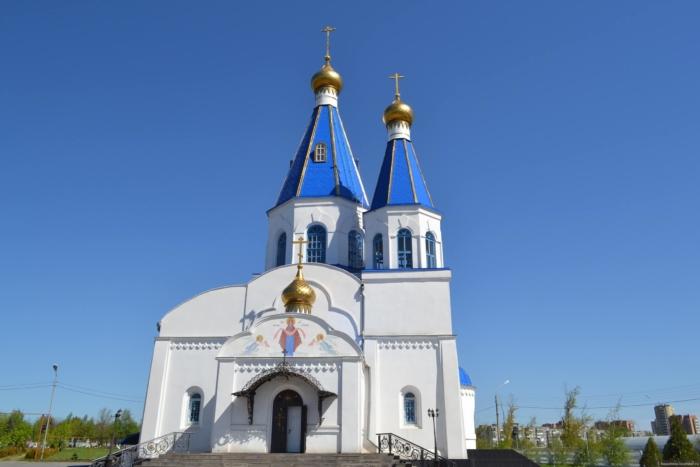 hram-pokrova-presvyatoj-bogoroditsy-1-700x467