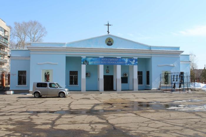 hram-pokrova-presvyatoj-bogoroditsy-700x467