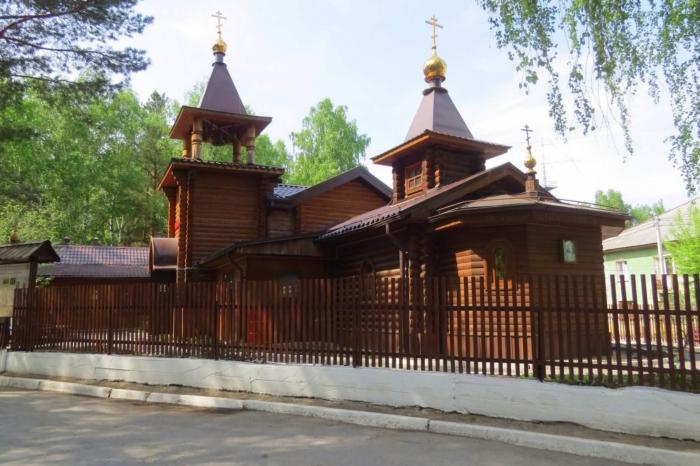 hram-rozhdestva-presvyatoj-bogoroditsy-700x466