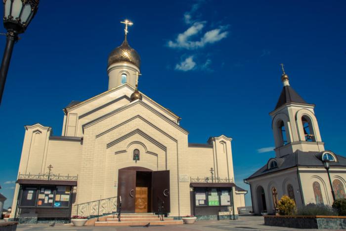 hram-sergiya-radonezhskogo-700x467
