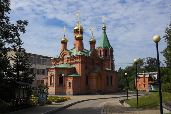 hram-svyatitelya-innokentiya-irkutskogo-700x467