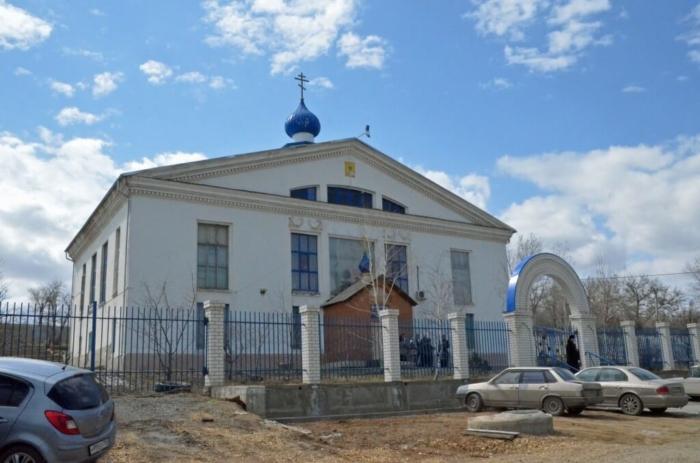 hram-svyatitelya-innokentiya-moskovskogo-700x463