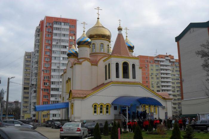 hram-svyatitelya-nikolaya-chudotvortsa-1-700x467