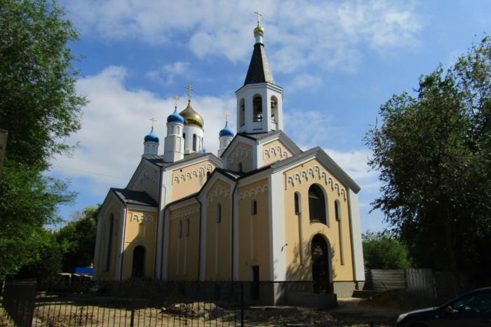 hram-svyatitelya-nikolaya-chudotvortsa-700x467