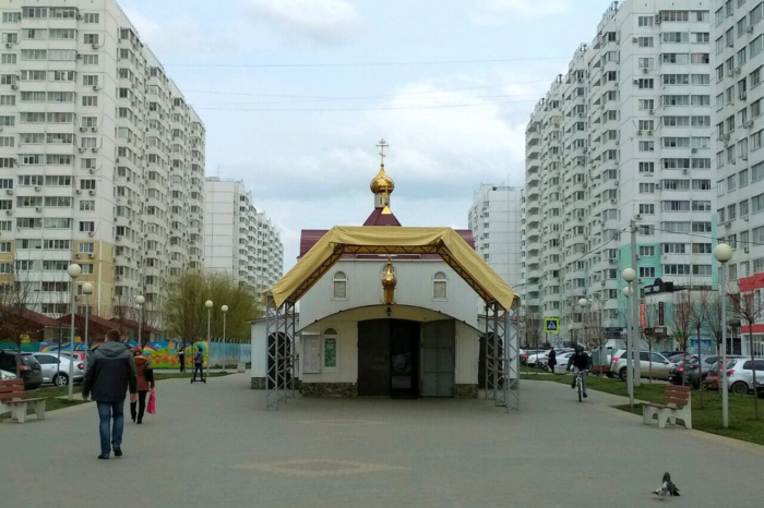 hram-svyatitelya-spiridona-trimifuntskogo-700x466