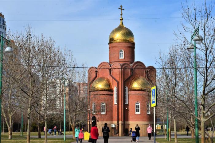 hram-svyatogo-dimitriya-solunskogo-700x467