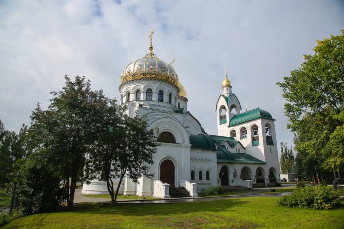 hram-svyatogo-muchenika-i-tselitelya-panteleimona-700x467