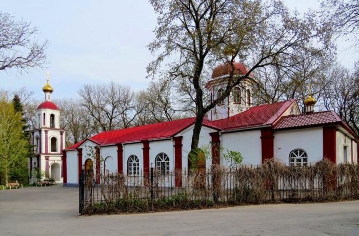 hram-svyatogo-pantelejmona-700x461