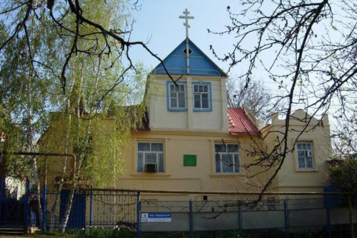 hram-svyatogo-strastoterptsa-tsarya-muchenika-nikolaya-700x466