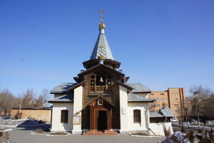 hram-svyatogo-velikomuchenika-panteleimona-700x466