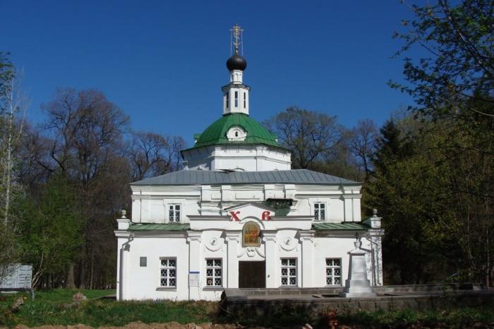 hram-svyatyh-apostolov-petra-i-pavla-700x467