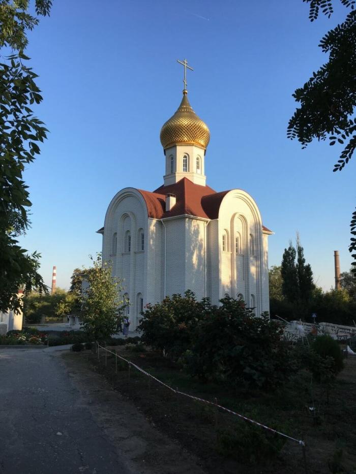 hram-very-nadezhdy-lyubovi-i-materi-ih-sofii-2-700x933
