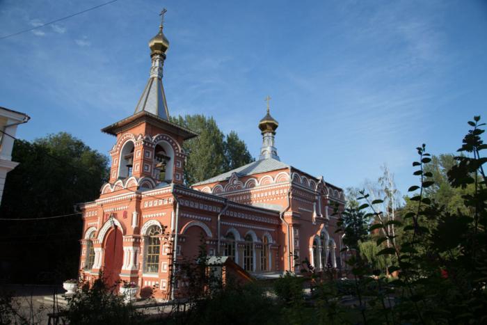 hram-very-nadezhdy-lyubovi-i-materi-ih-sofii-3-700x467