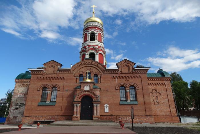 hram-voskreseniya-hristova-1-700x467