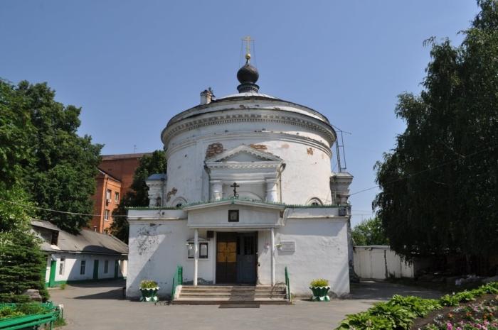 hram-vseh-svyatyh-vsehsvyatskaya-tserkov-700x465
